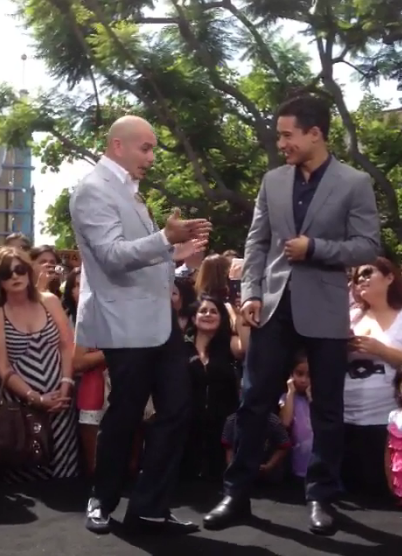 "Mario Lopez interviewing Pitbull for ""Extra"""